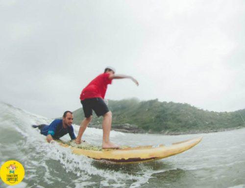 Transforme Sorrisos arrecada doações para realizar oficina de surfe infantil no litoral paranaense